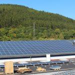 Die Montagearbeiten an der Photovoltaik-Anlage sind fast abgeschlossen