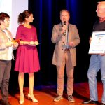 Aus den Händen von Anne Wilms (2.v.l.) erhielten Frank Leyener und Erich Horchler von der Energiegenossenschaft den Zukunftspreis 2018 des Kreises Siegen-Wittgenstein