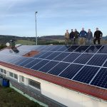 Ehrenamtlich haben Mitglieder des VfB Banfe und der Energiegenossenschaft die Anlage auf dem Banfer Sportheim errichtet